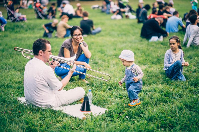 """Mit dem """"Kleinen Warschauer Herbst"""" macht das renommierte Festival in Polen auch bei den ganz Jungen Lust auf mehr. Es spielt Artur Zagajewski."""