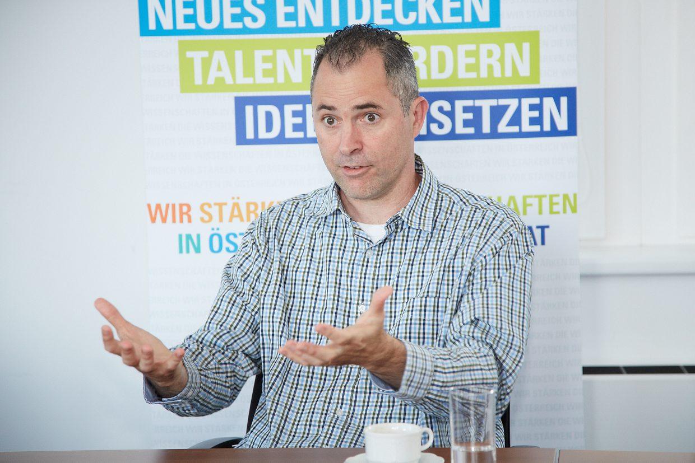 Brian Nosek ist eine Schlüsselfigur in der Debatte um Transparenz und Reproduzierbarkeit von wissenschaftlichen Ergebnissen. Am 21. September 2016 war er zu Gast in Wien.