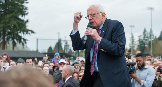 Bernie Sanders wirbt um WählerInnen beim Präsidentschaftswahlkampf 2016. Die nonverbale Kommunikation von PolitikerInnen spielt dabei eine große Rolle.