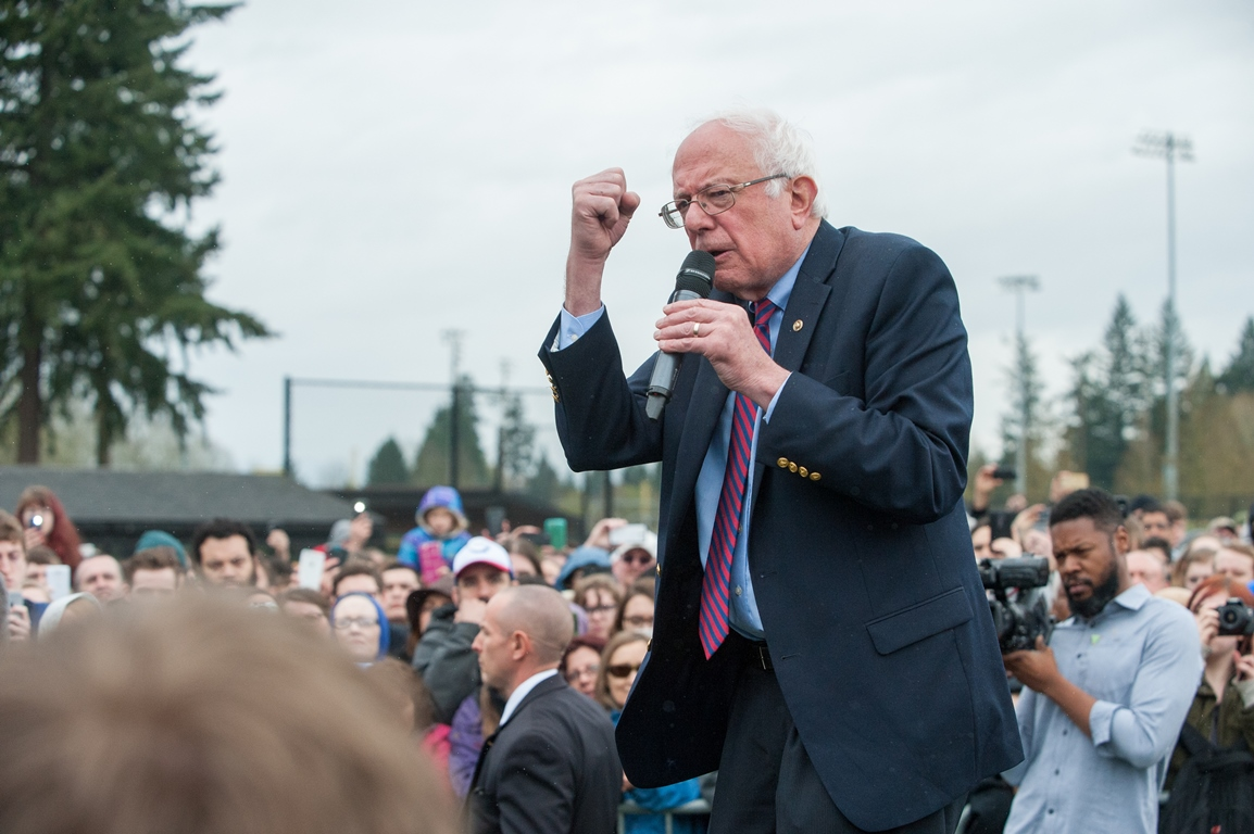 Bernie Sanders woos his voters in the US presidential campaign. Nonverbal communication plays an important role.
