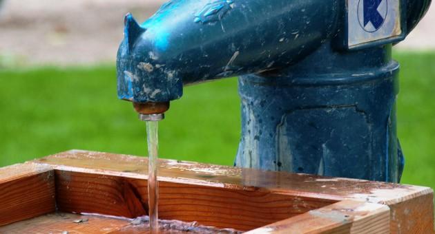 Lithium kommt in geringen Mengen natürlich im Trinkwasser vor. Dies hat einen positiven Einfluss auf die Suizidrate, wie Studien belegen.