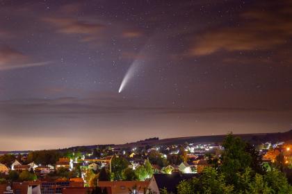 Aufnahme des Kometen Neowise in Deutschland.