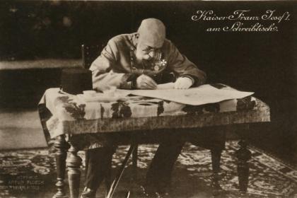Kaiser Franz Joseph I. am Schreibtisch